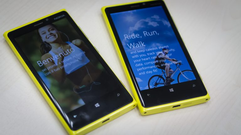 Lumia 920 mobile phone with a workout app.